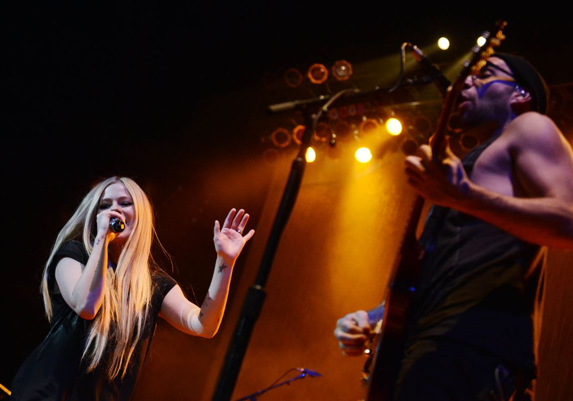 After personal and health battles, Avril Lavigne looks to keep 'Head Above Water'