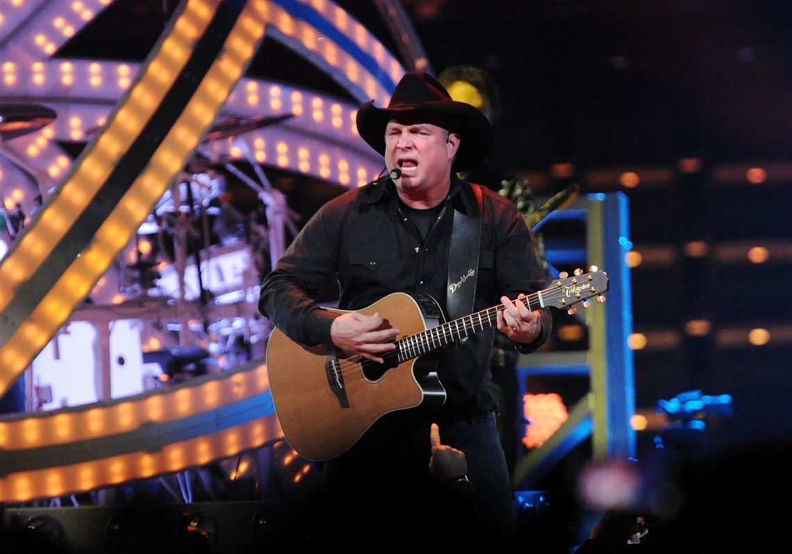 2abd08fe8d738b Country star Garth Brooks signed a one-week contract with the Pirates on  Monday.