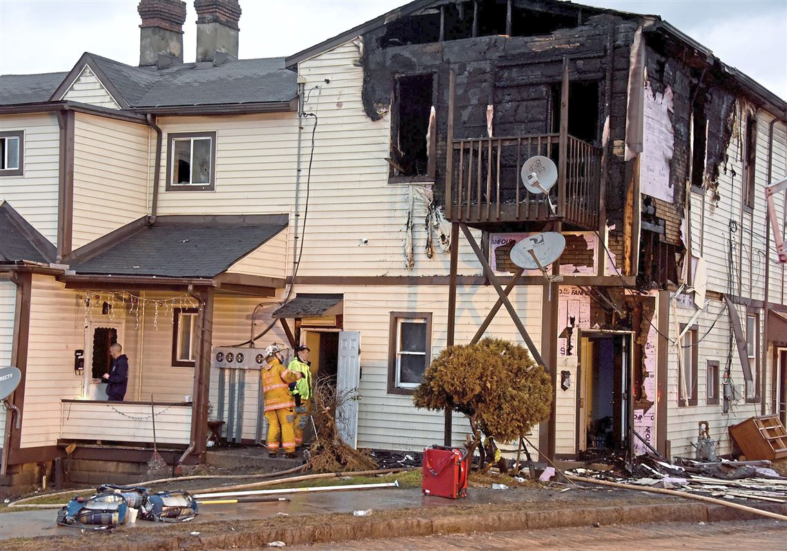 firefighter officer among 4 injured in overnight fire at coraopolis apartments pittsburgh post gazette pittsburgh post gazette