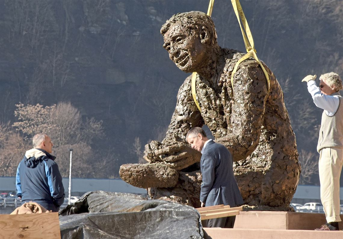 Mister Rogers Statue Returns To North Shore Neighborhood Pittsburgh Post Gazette