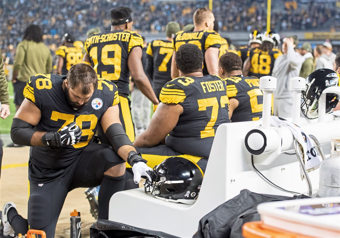 7956fd99af6 Pittsburgh Steelers offensive tackle Alejandro Villanueva prays before the  game against the Carolina Panthers on Thursday