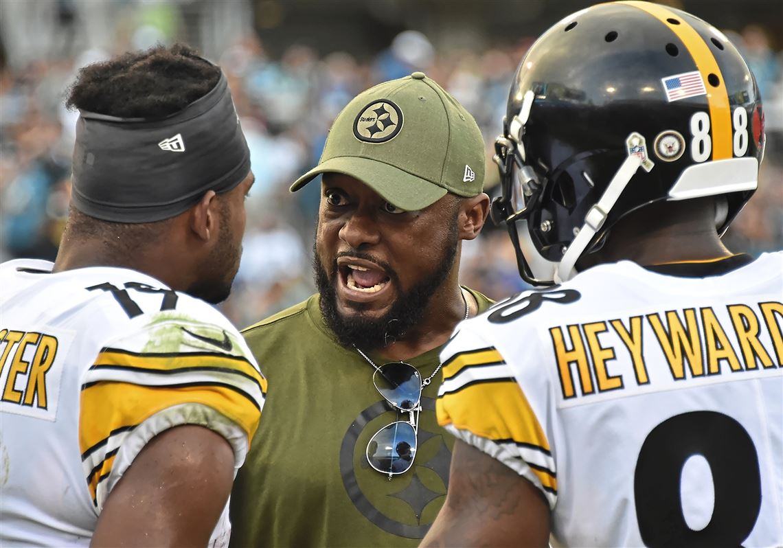 d99bb8e5f0a Pittsburgh Steelers head coach Mike Tomlin talks with wide receiver JuJu  Smith-Schuster Sunday