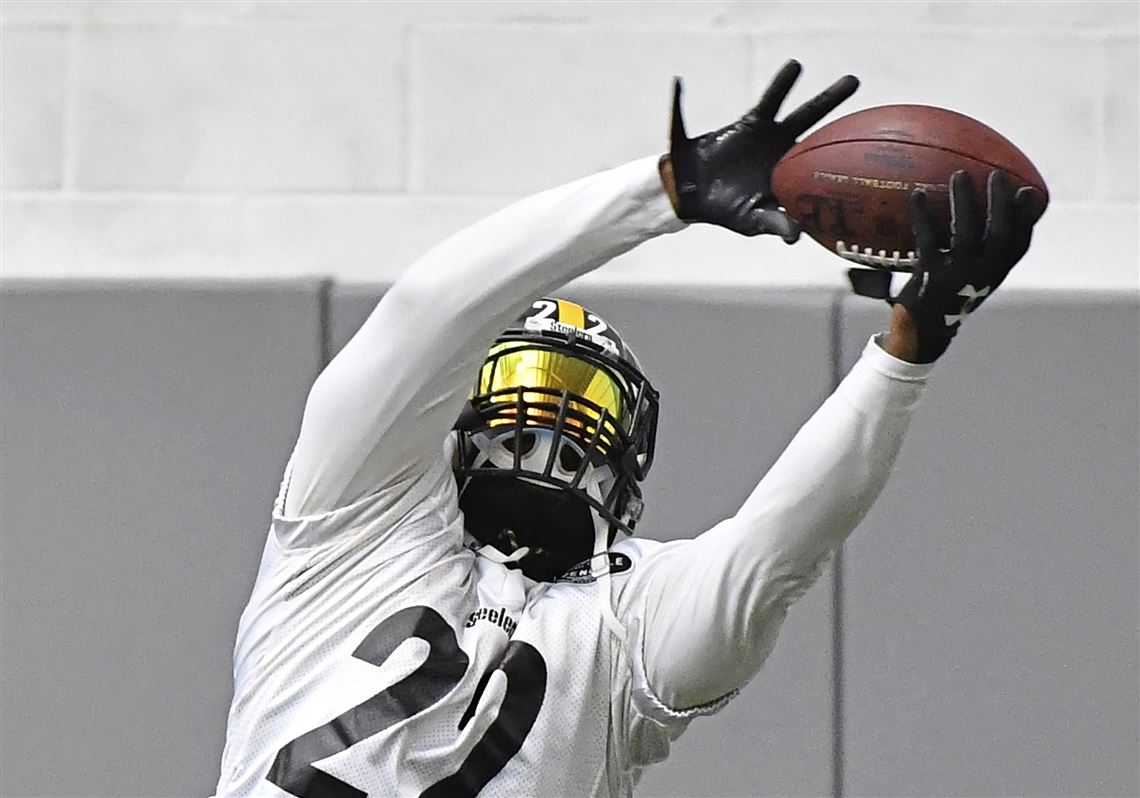 2ea8db24a63 Pittsburgh Steelers running back Stevan Ridley goes through drills during  afternoon practice Wednesday