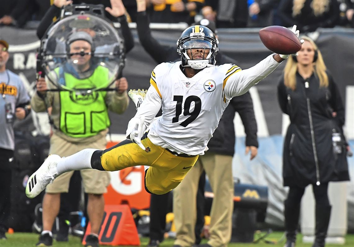 686ec44b9 Steelers wide receiver JuJu Smith-Schuster can t quite come up with a catch