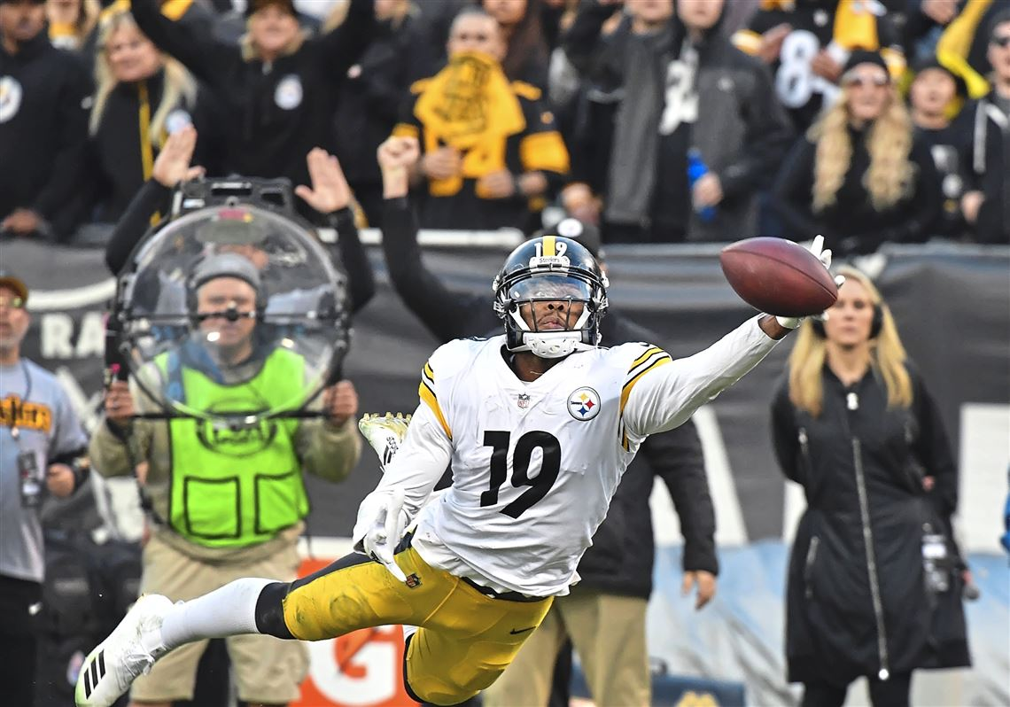 a881e04a1 Pittsburgh Steelers wide receiver JuJu Smith-Schuster just misses making  catch against the Raiders Sunday