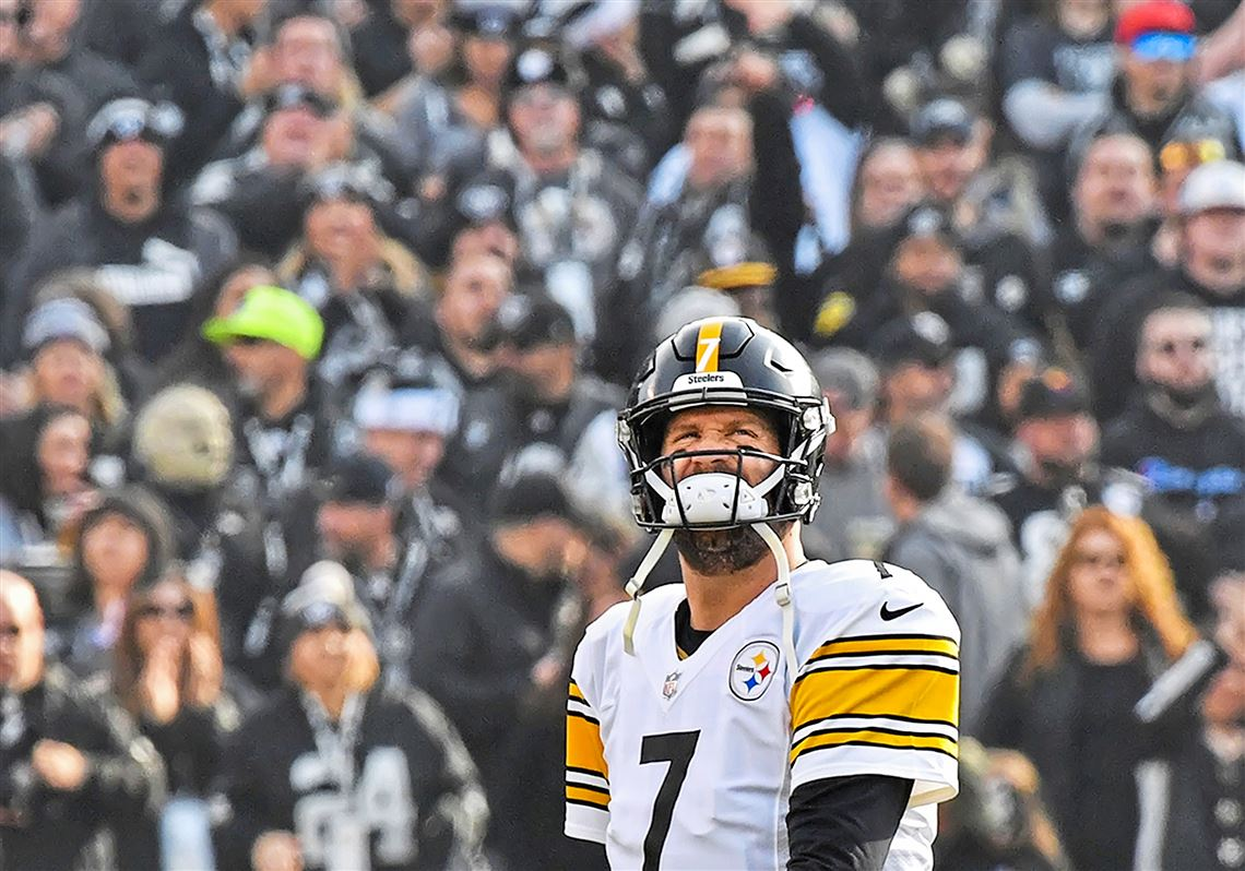 d26412327 Pittsburgh Steelers quarterback Ben Roethlisberger grimaces coming off the  field in the second quarter Sunday