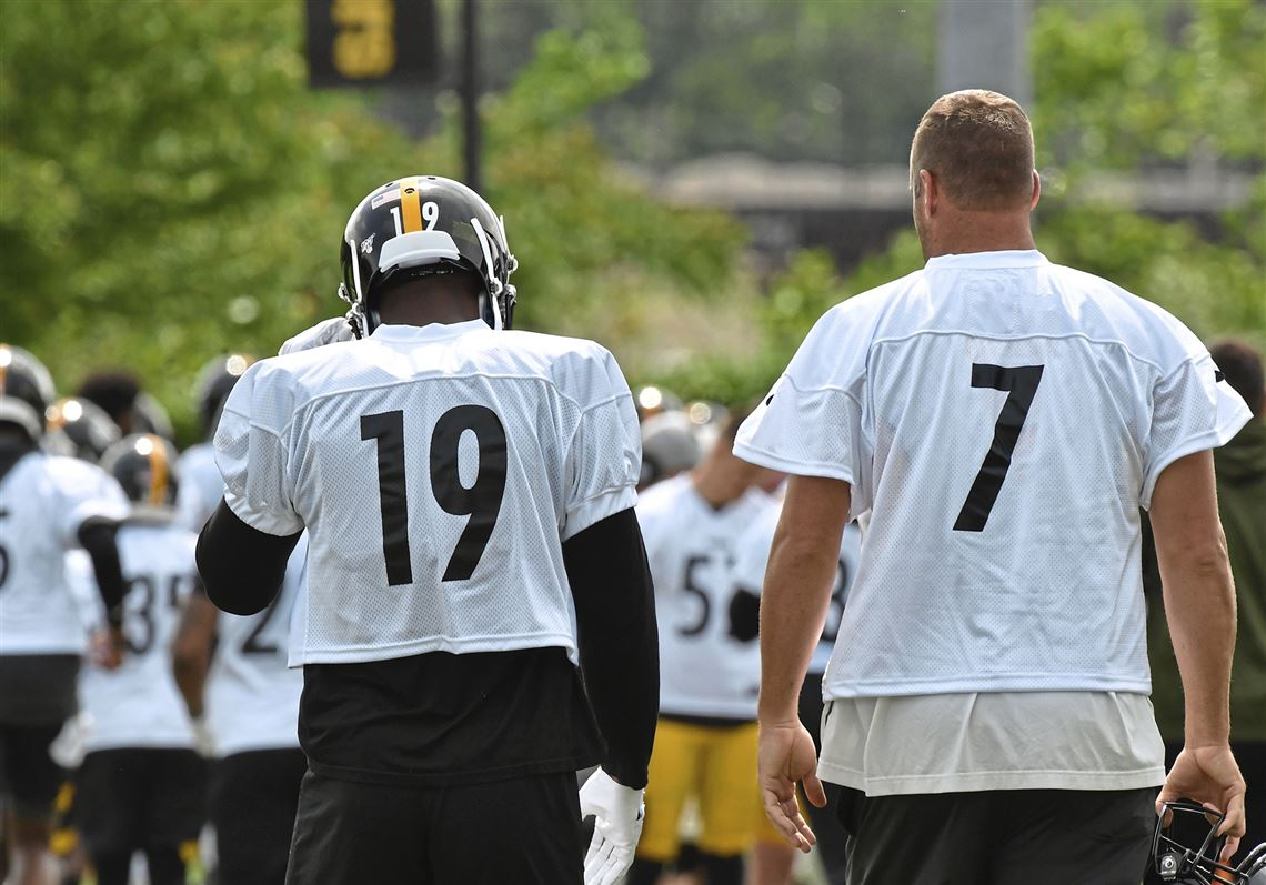 fd5480cc5 Steelers quarterback Ben Roethlisberger talks with wide receiver JuJu  Smith-Schuster Wednesday
