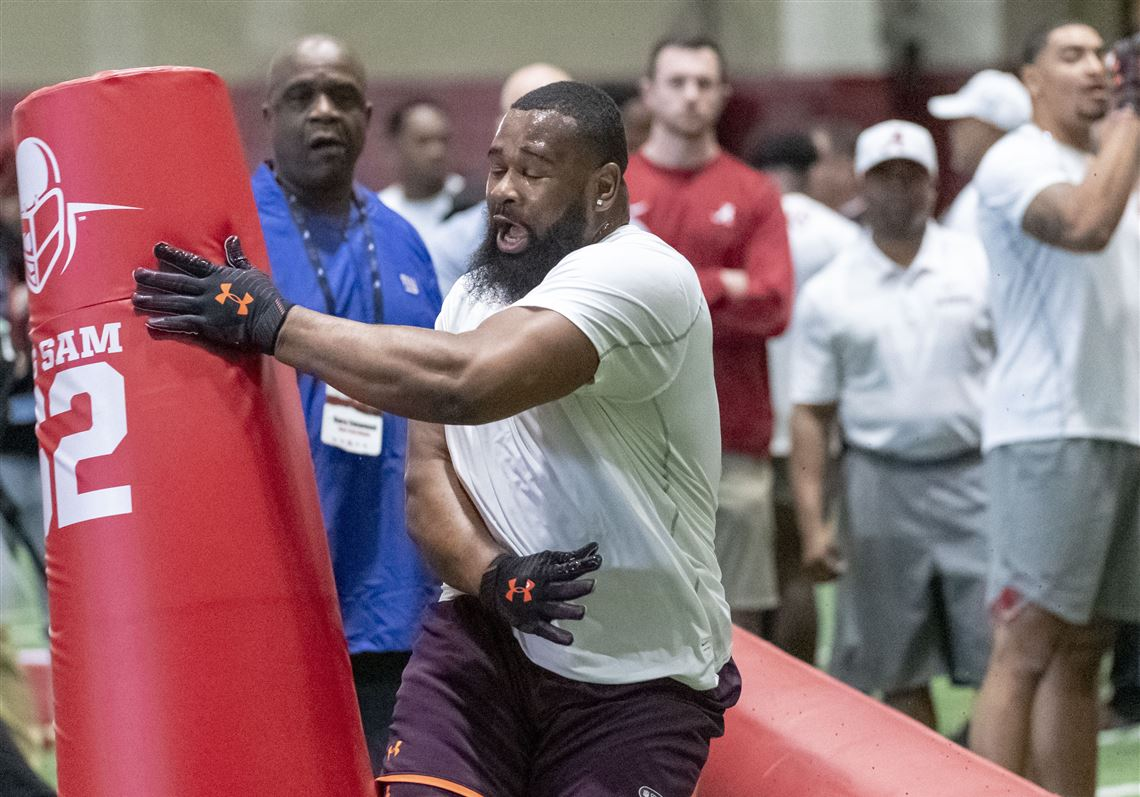 5e1329a0f Alabama s Isaiah Buggs works through individual drills at Pro Day