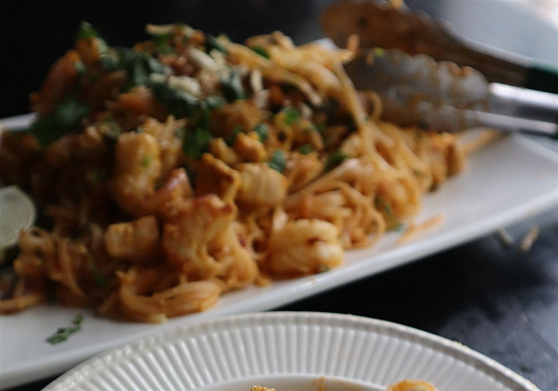 Gretchen's table: Chicken and shrimp pad thai