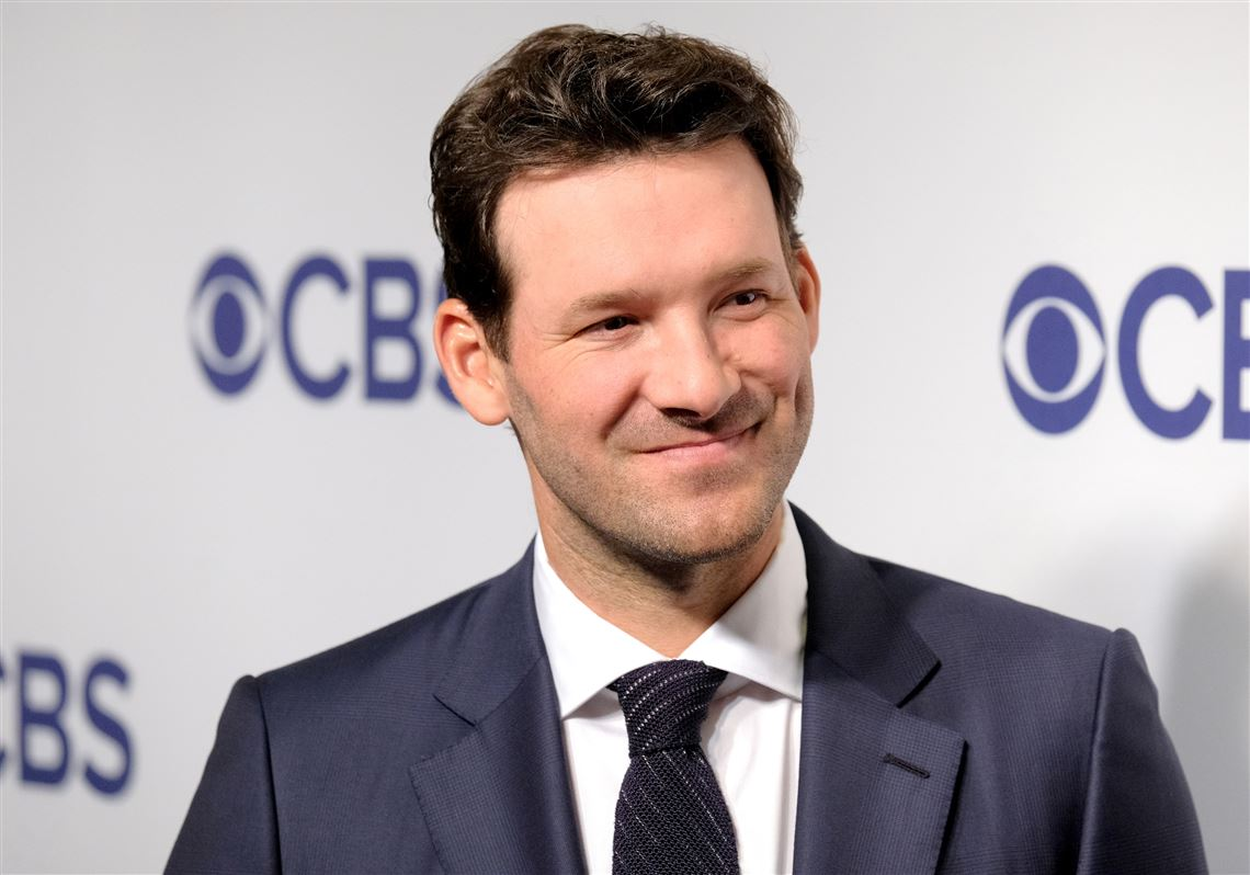Tony Romo remains with CBS after agreeing to long-term contract