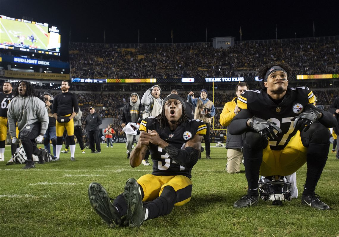 60f9fdc195d The Pittsburgh Steelers playoff hopes end as Pittsburgh Steelers strong  safety Terrell Edmunds  34 and