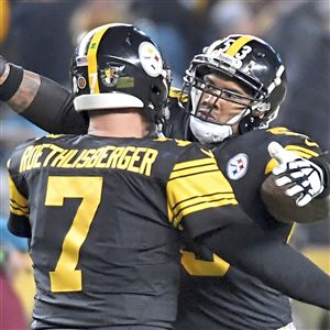 f21a9059d Steelers center Maurkice Pouncey congratulates Ben Roethlisberger on his  touchdown pass to JuJu Smith-Schuster