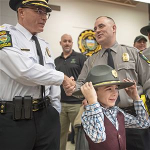 Yeshiva honors Pittsburgh officers who responded to Tree of