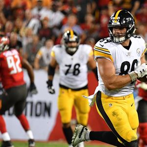 fd57ad8df2a Steelers tight end Vance McDonald runs for a touchdown in the first quarter  Monday against the