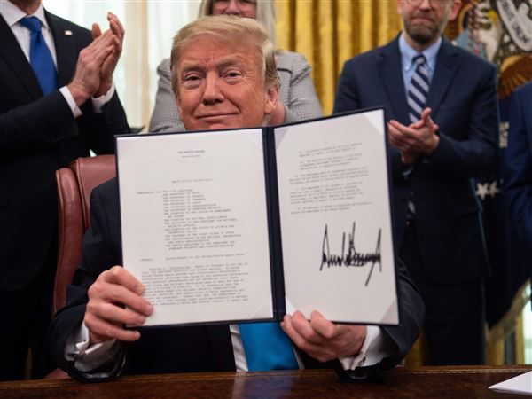 Trump signs an order to begin the creation of a Space Force